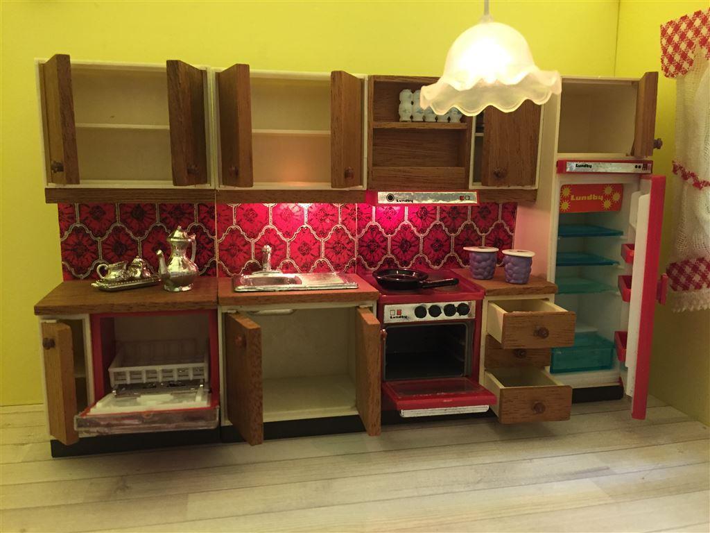 Lundby, komplett kök med belysning, gardin, lite tillbehör ...