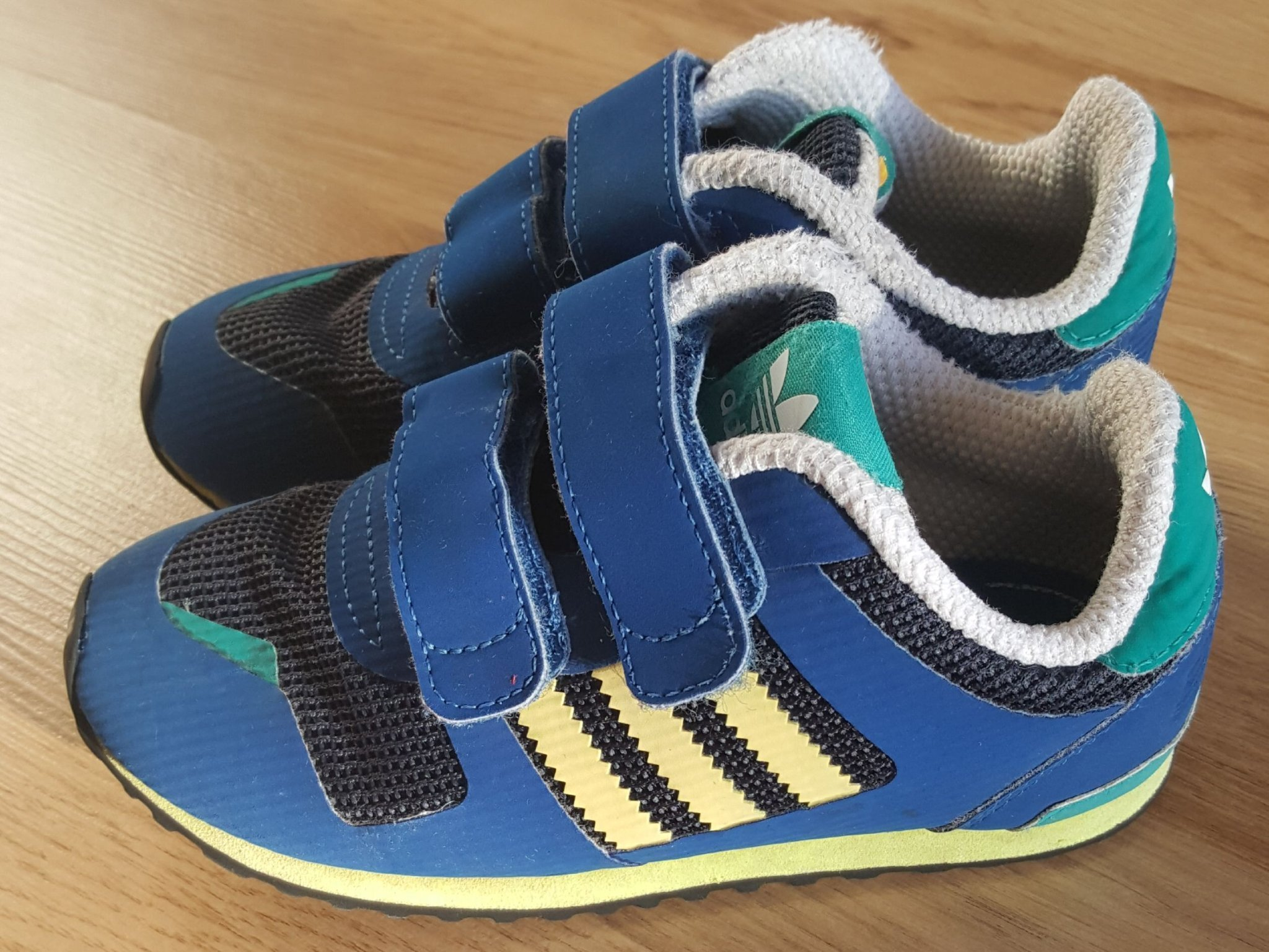 Adidas skor, barnskor, sneakers strl:27 (353350612) ᐈ Köp