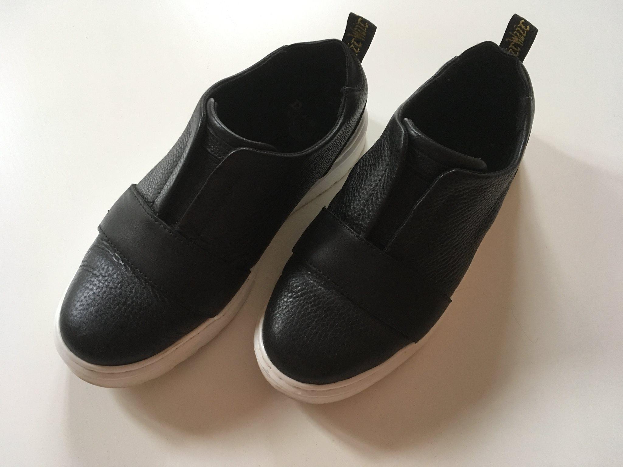 Jättefina svarta skinn-skor sneakers från Dr Ma.. (329198695) ᐈ Köp ... 7d98016088bfb