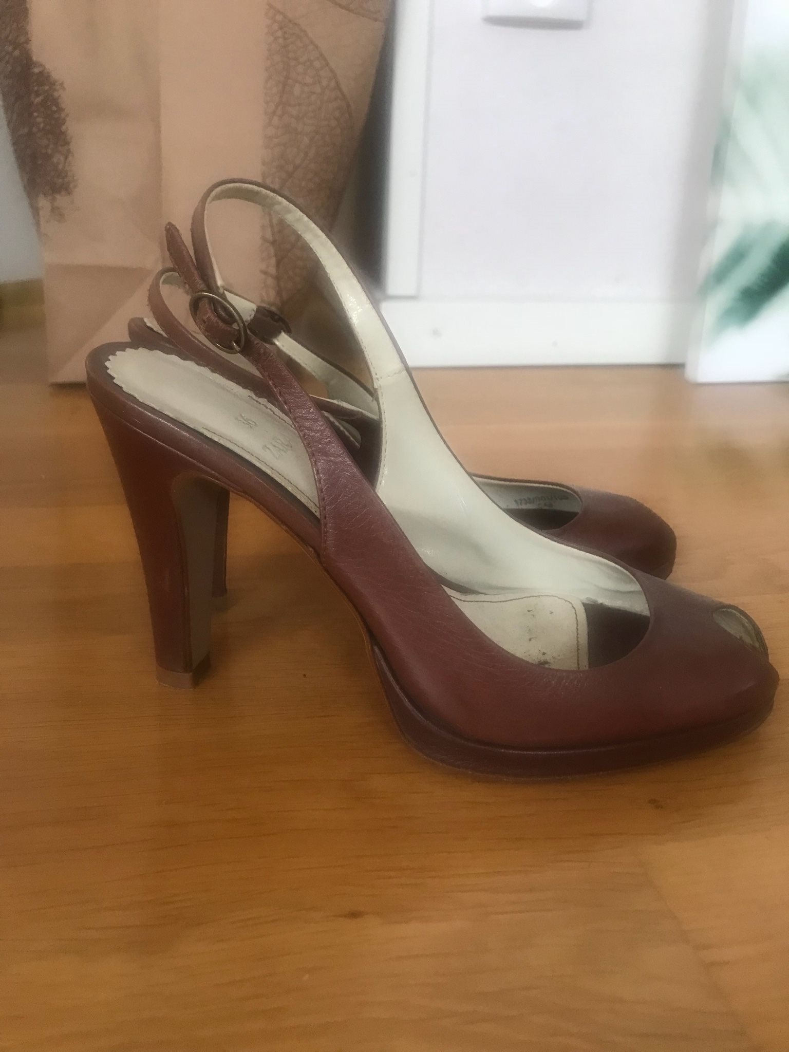 Fina högklackade skor. Höj stilnivån med ett klick! 4a9ac59b889a1