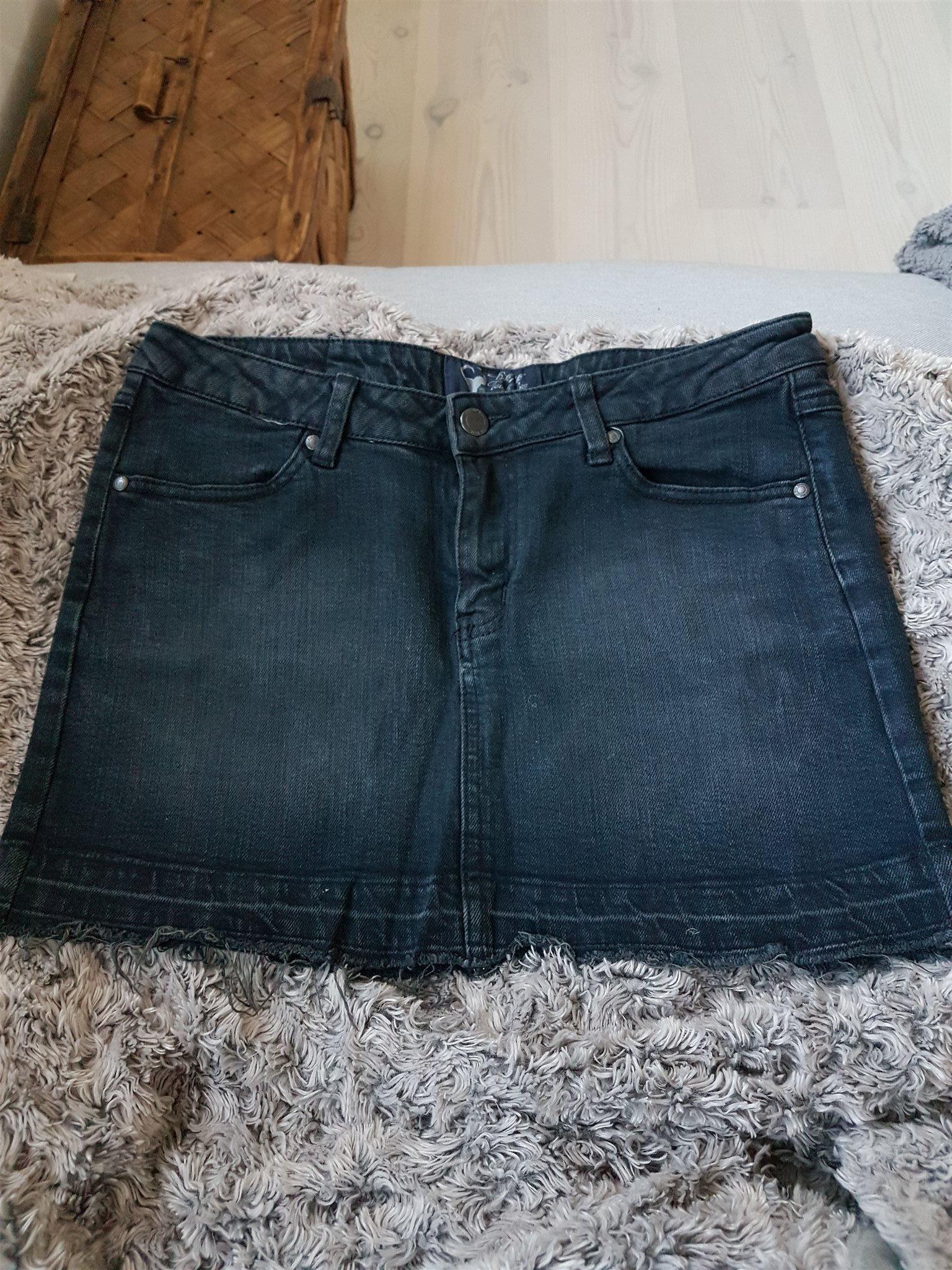 775d0cae541a Svart vintagelook kort jeanskjol stl. M (354074148) ᐈ Köp på Tradera