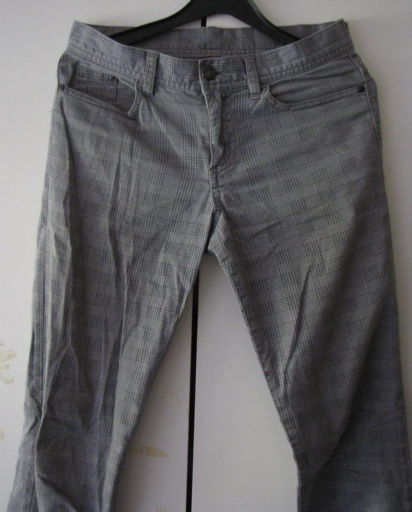 Grå rutiga jeans byxor snygga moderna H M 34 XS S 36 moderna sköna trendiga  fina 72844415c3c40