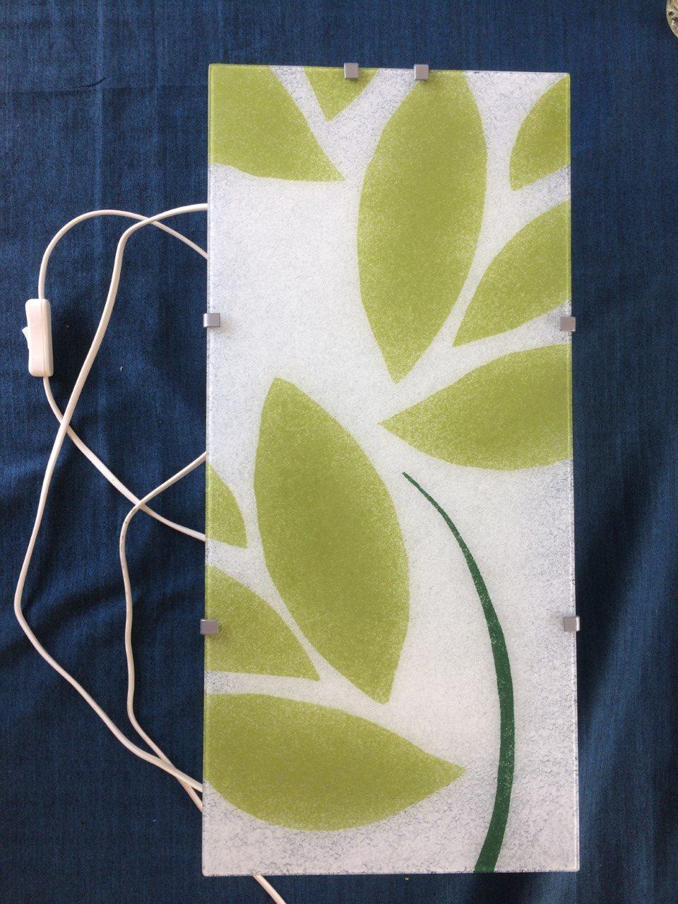 Häftig grön/vit vägglampa som går att hänga både på långsidan & kortsidan