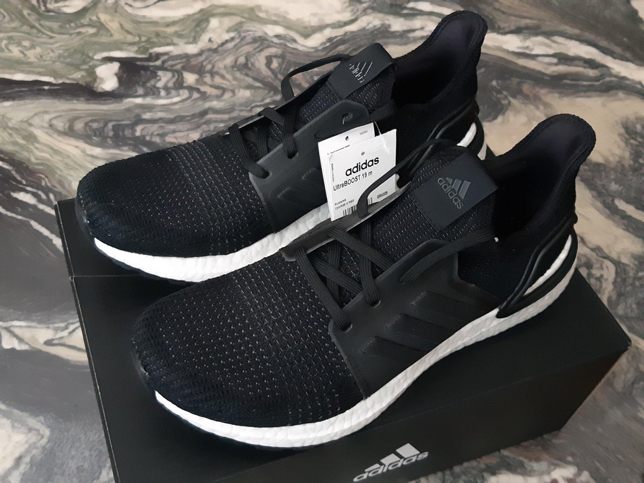 helt svarta sneakers