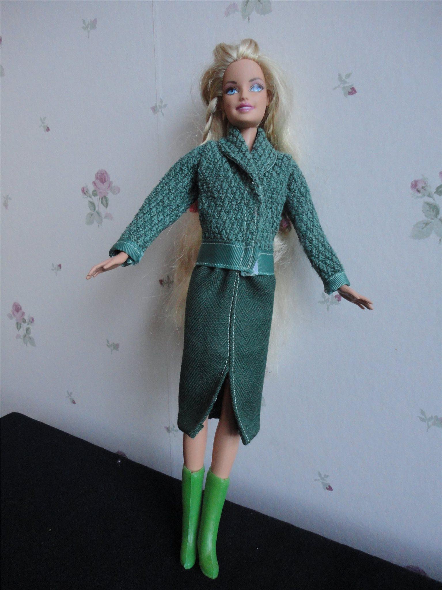 Grön pennkjol av kraftig ull och matchande jac.. (338122473