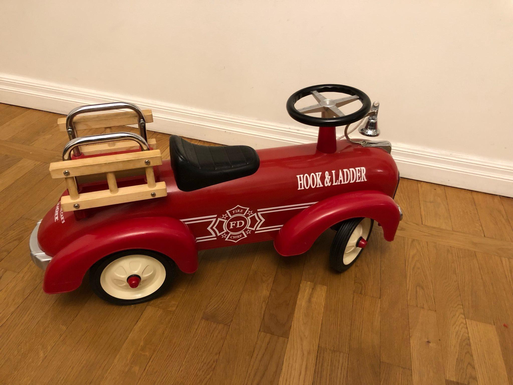 Gåbil mini speeders brandbil speedster röd i härlig retro-stil