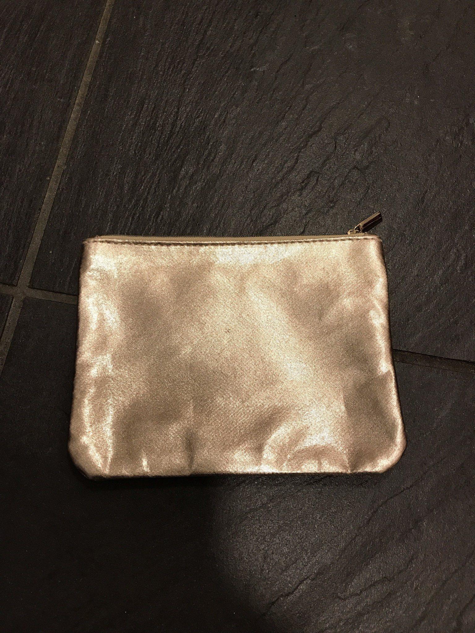NY!! Necessär i guld (340148930) ᐈ Köp på Tradera f339929ad2c87