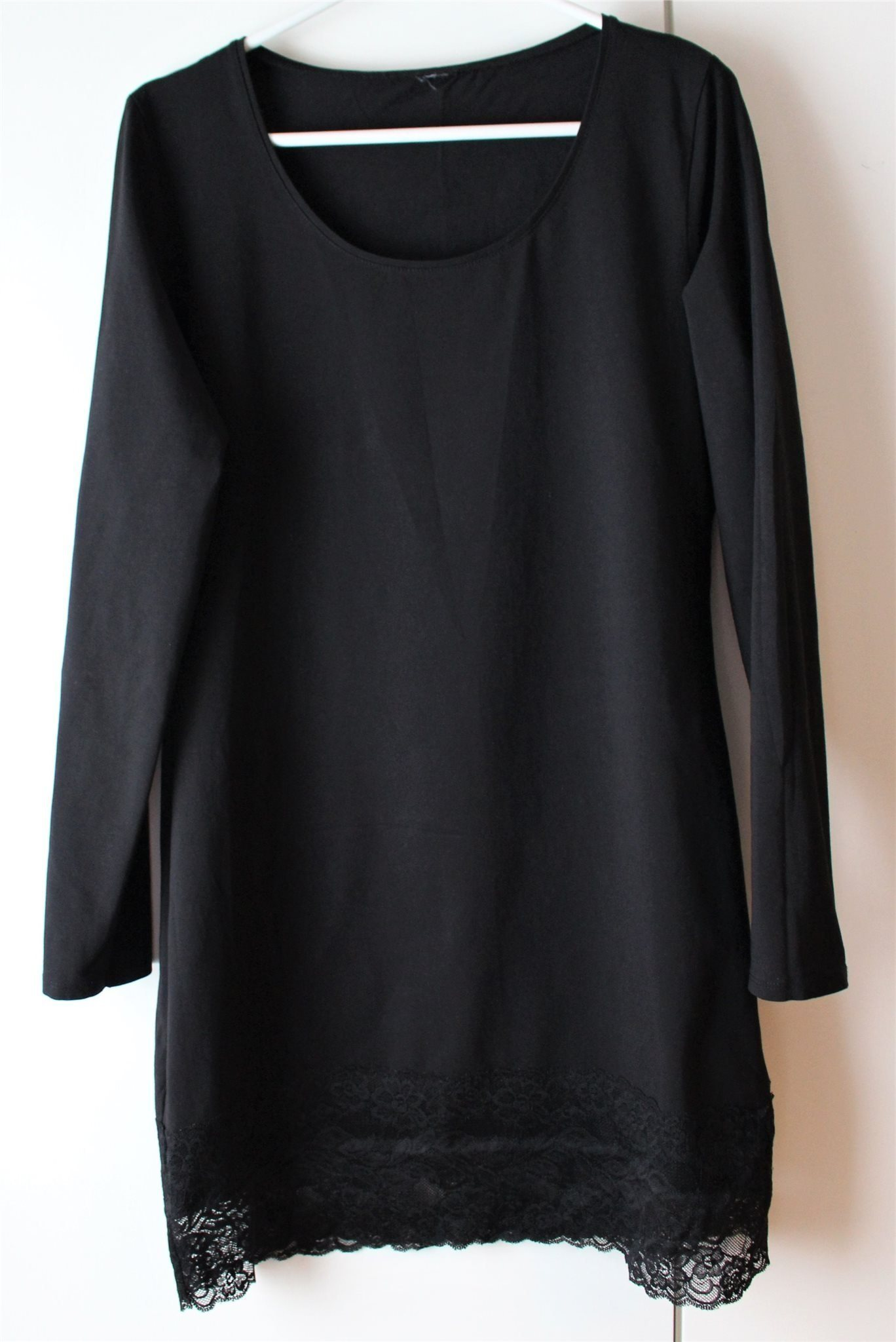 Klänning med bred spetsfåll nertill från Gina T.. (341346983) ᐈ Köp ... c2a8b79f3f2c4