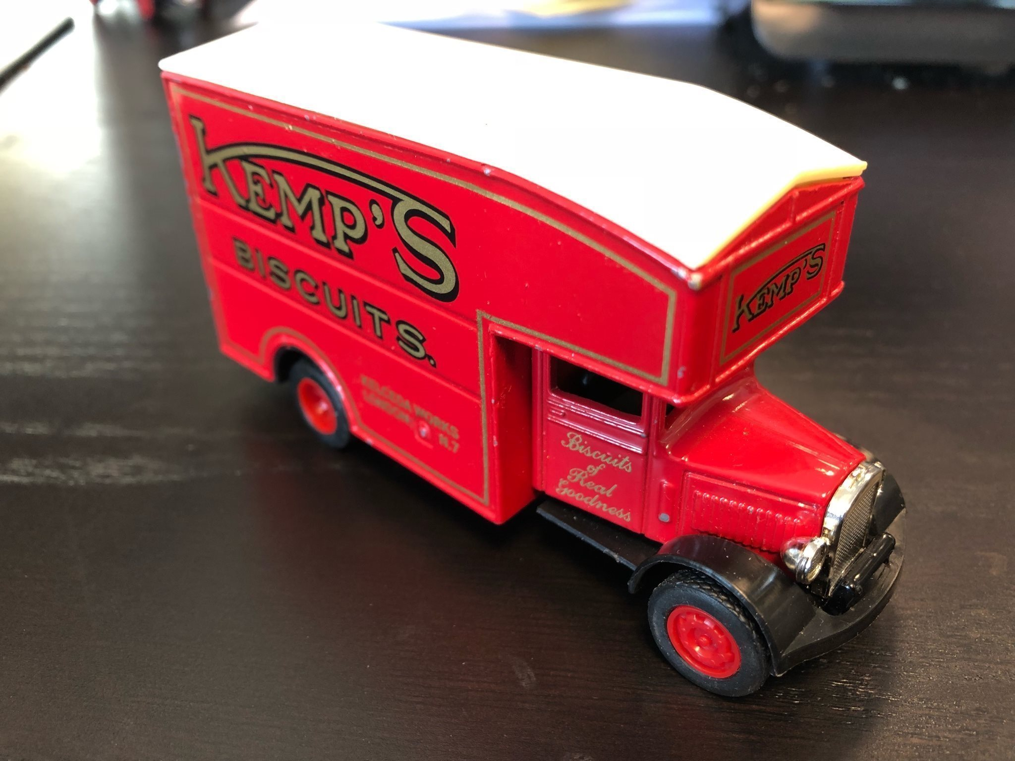 LESNEY/MATCHBOX MODELS OF YESTERYEAR No 31 Morris Courier 1931 Kemp's