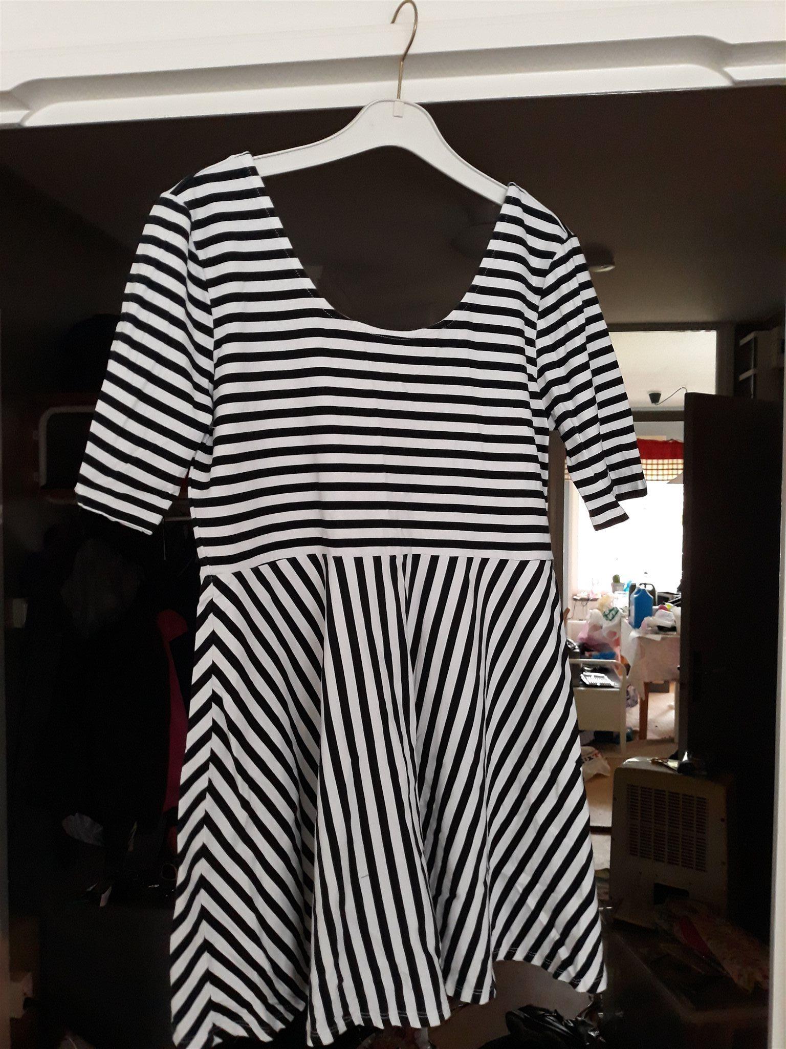 Randig klänning (338270708) ᐈ Köp på Tradera c77e7b1f9a08e