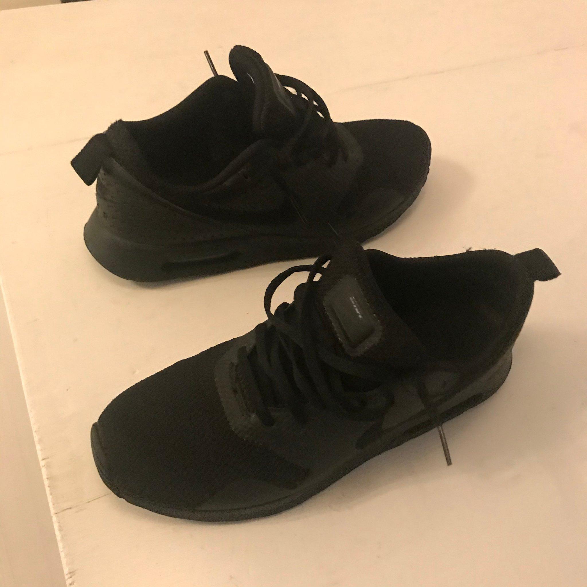 Nike Air Max Tavas Svarta Storlek 43