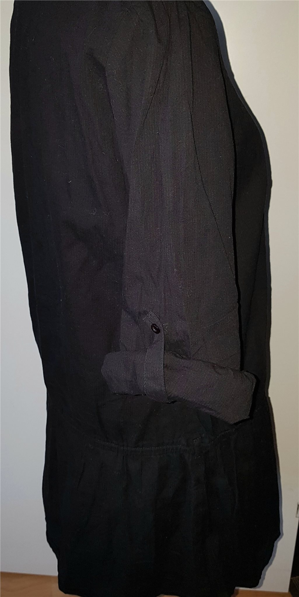 Stl 44 söt svart tunika tunika tunika med guldiga nitar fina detaljer a31d9a