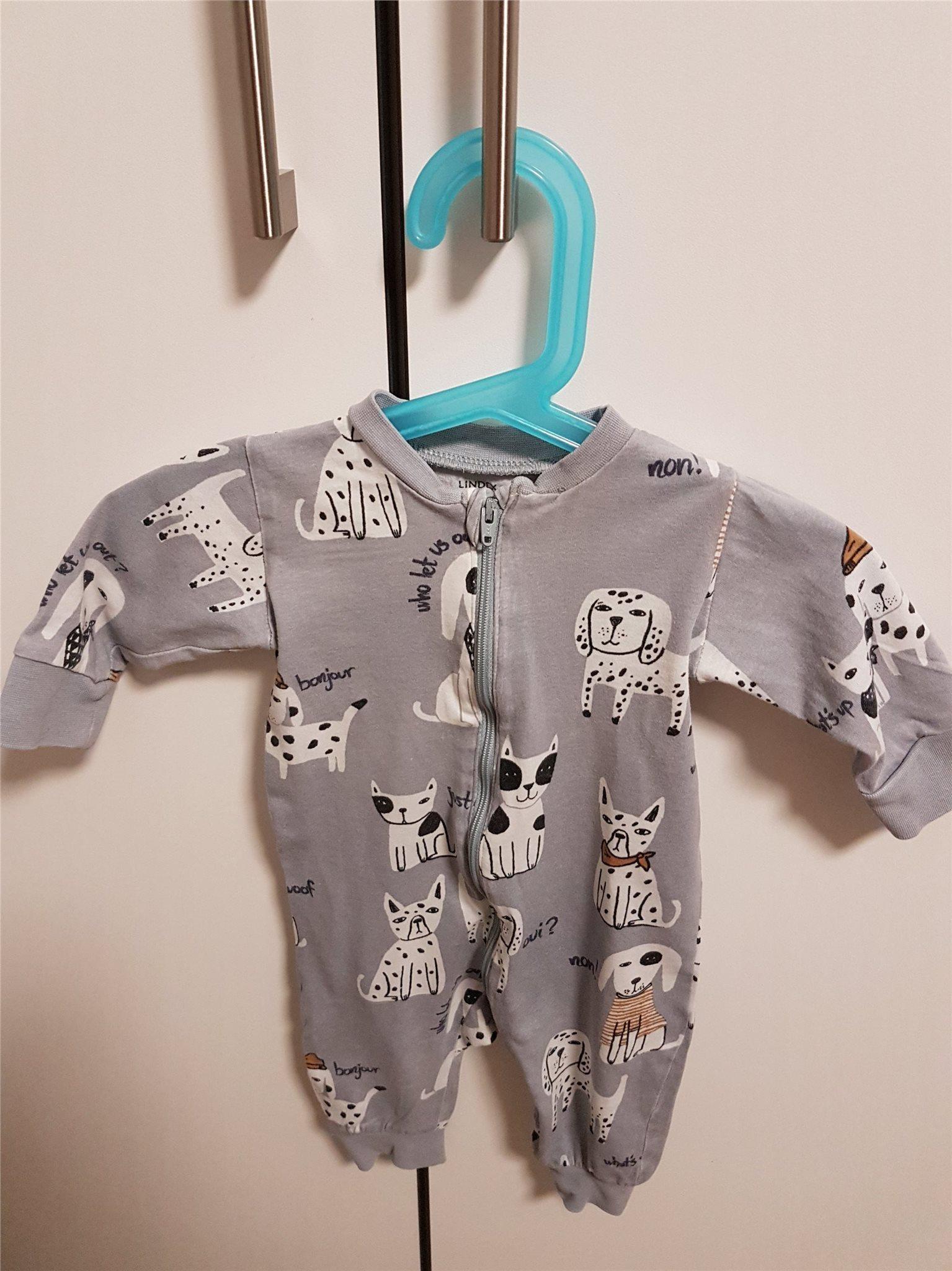 Söt pyjamas från Lindex med hundar strl 56 (336301670) ᐈ Köp på Tradera be1b1b5125d68