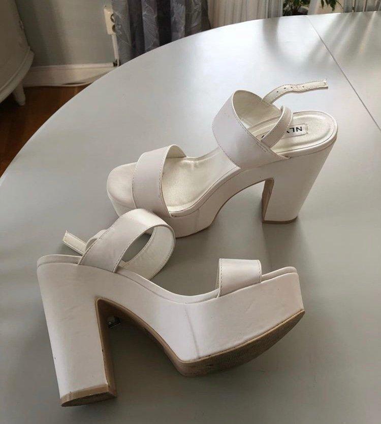 vita högklackade skor med platå Nelly