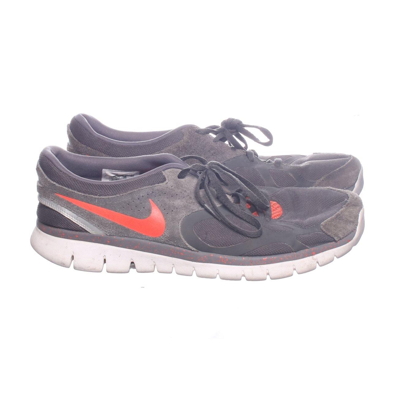 purchase cheap aad5b d3e73 Nike, Löparskor, Strl  46, Swoosh, Grå Röd