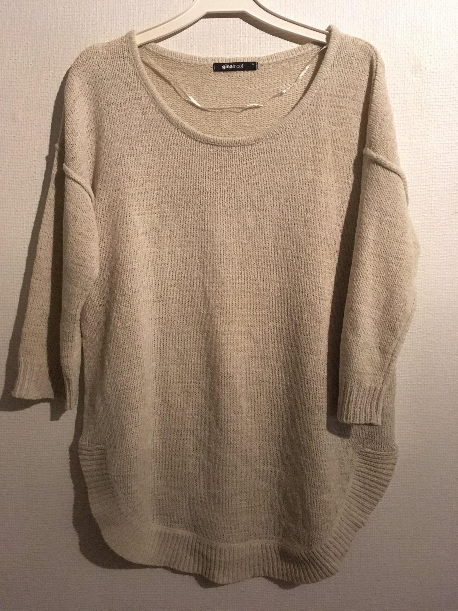 Snygg ljusbeige stickad tröja Gina Tricot , Medium