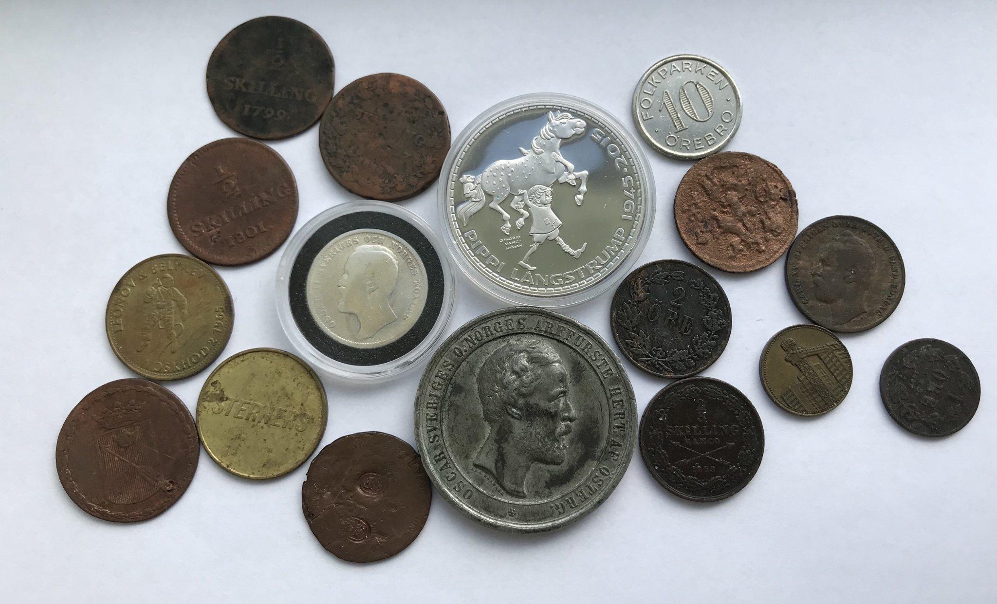 Lot med mynt, medaljer och polletter