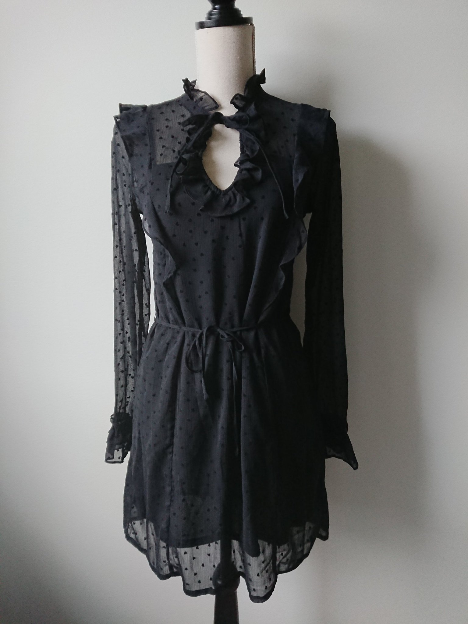 Svart klänning, H&M, hjärtan, chiffong, romanti.. (354141646