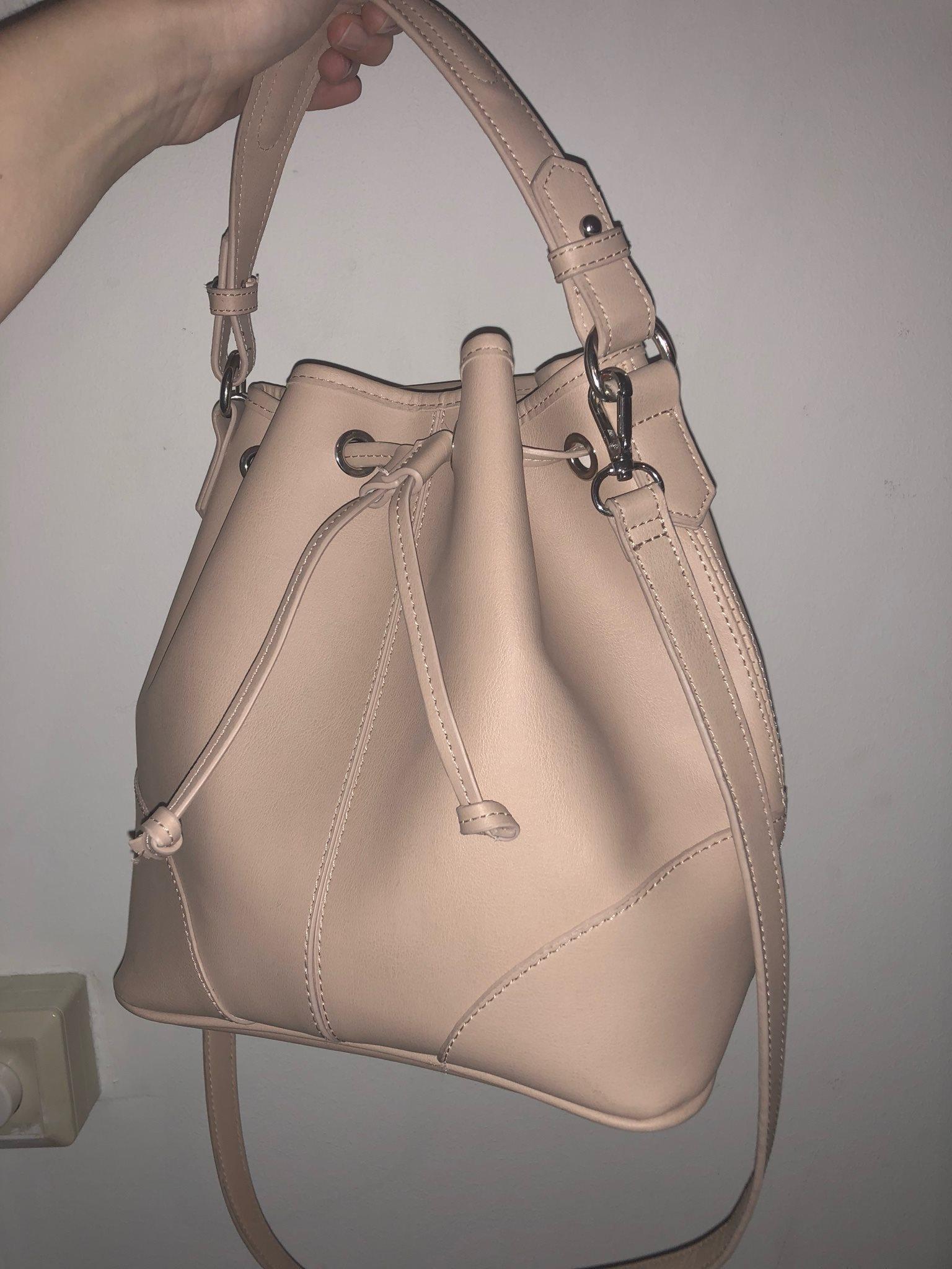 Zara väska