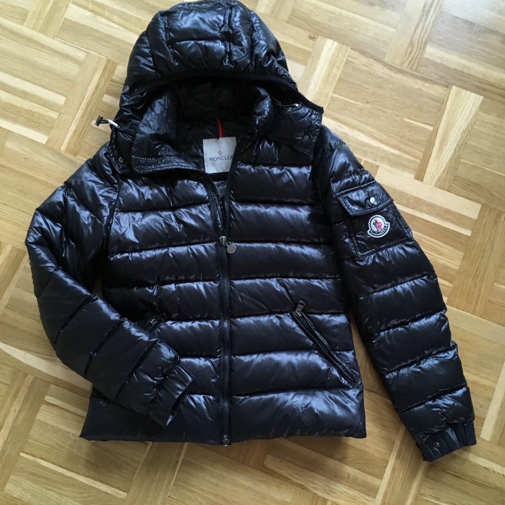 Moncler Jacka (340985142) ᐈ Köp på Tradera 30eefea86622d