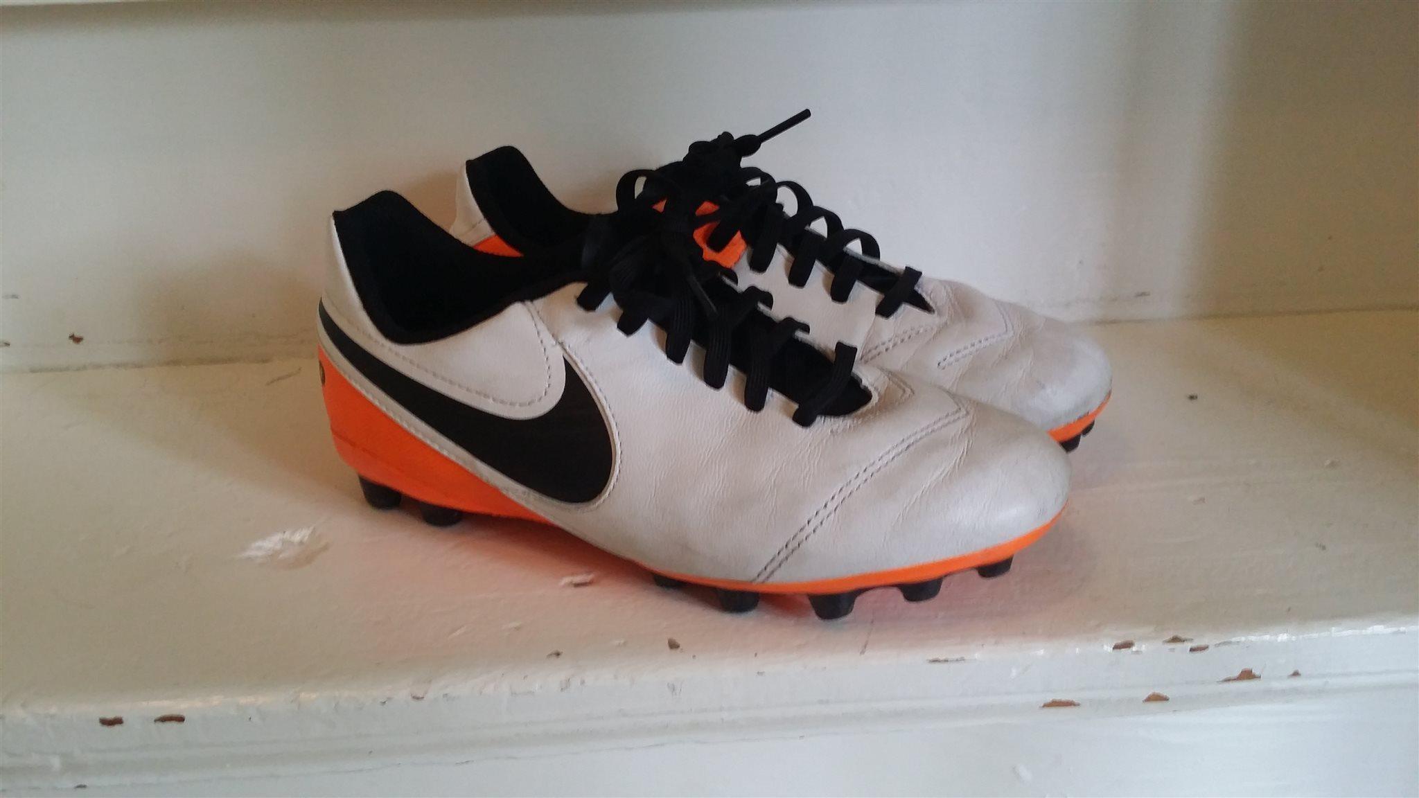 Nike tiempo fotbollsskor konstgräs i stl 35.5 (.. (341780491) ᐈ Köp ... e66d12dadc4be