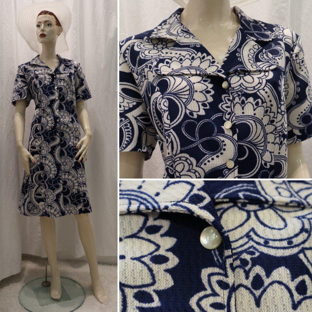a97aa0e630a0 Vintage retro crimplene-klänning blå vit-mönstrad Vinetta städrock 60-tal  70- ...