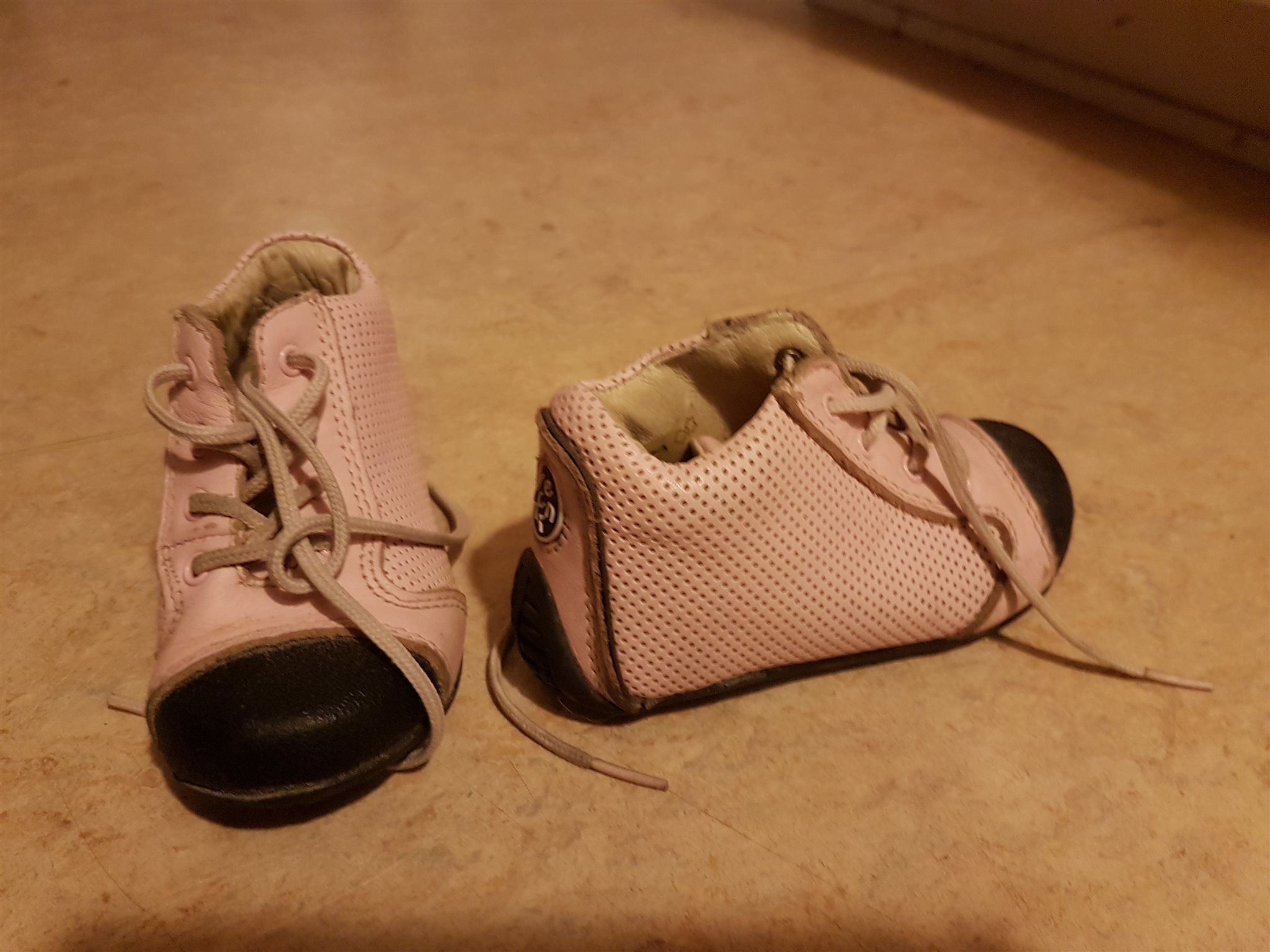 3f0bcacf260 Vincent skor storlek 22 rosa läder (354107587) ᐈ Köp på Tradera