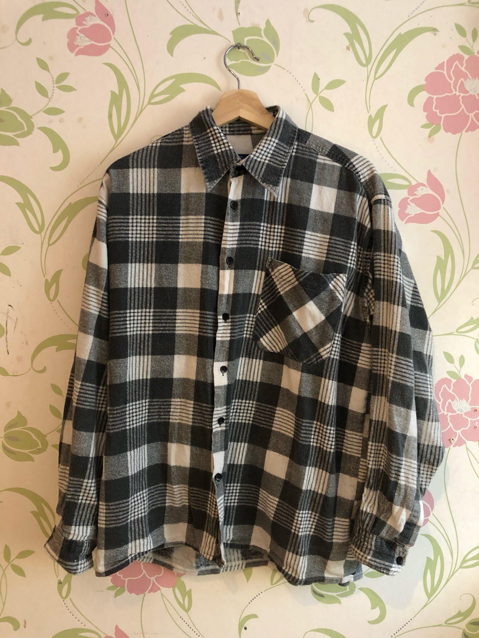 Skjorta från Humana Secondhand strl M svart vit (338511811) ᐈ Köp ... 3974eecbd6233