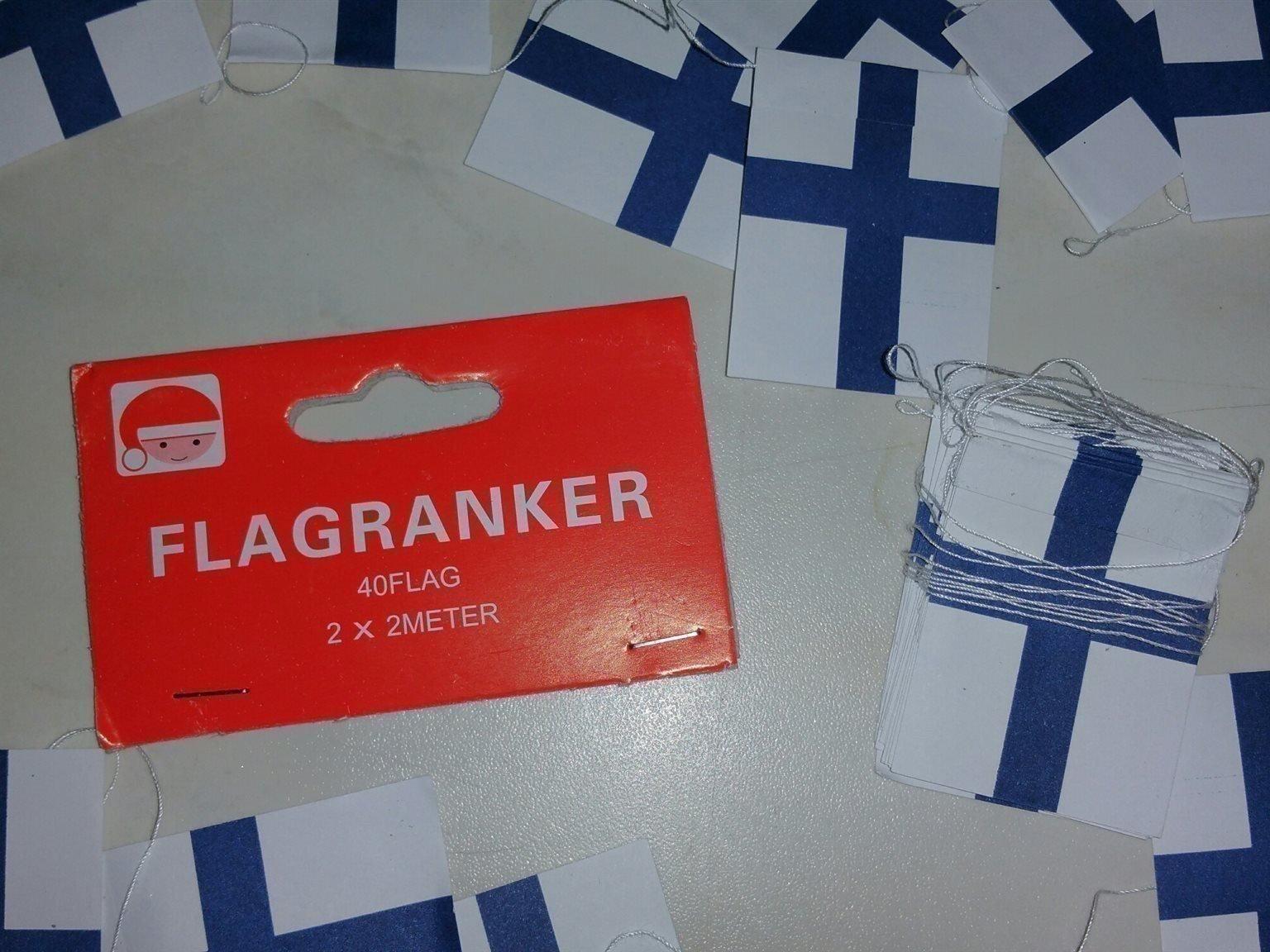 små finska flaggor