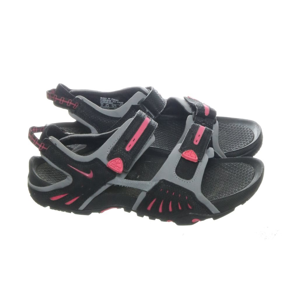 info for f86e8 af667 ... nike acg sandaler strl 365 svart grå rosa