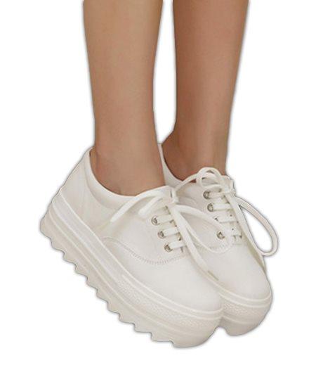 57a21f27a03 Storlek 40, sneakers i vit .. (287896184) ᐈ Steve Art Gallery AB på ...