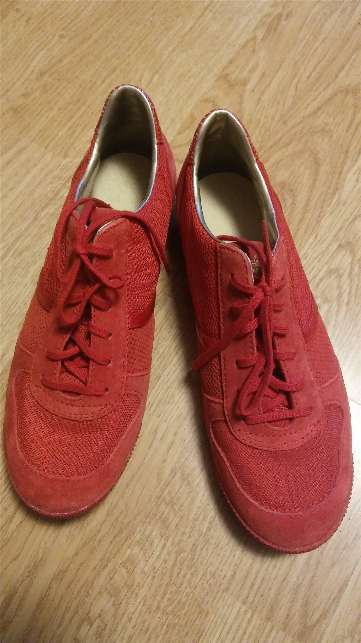 0c7411a6c09 Röda ESPRIT sneakers st 39,nya/oanvända. (345640151) ᐈ Köp på Tradera