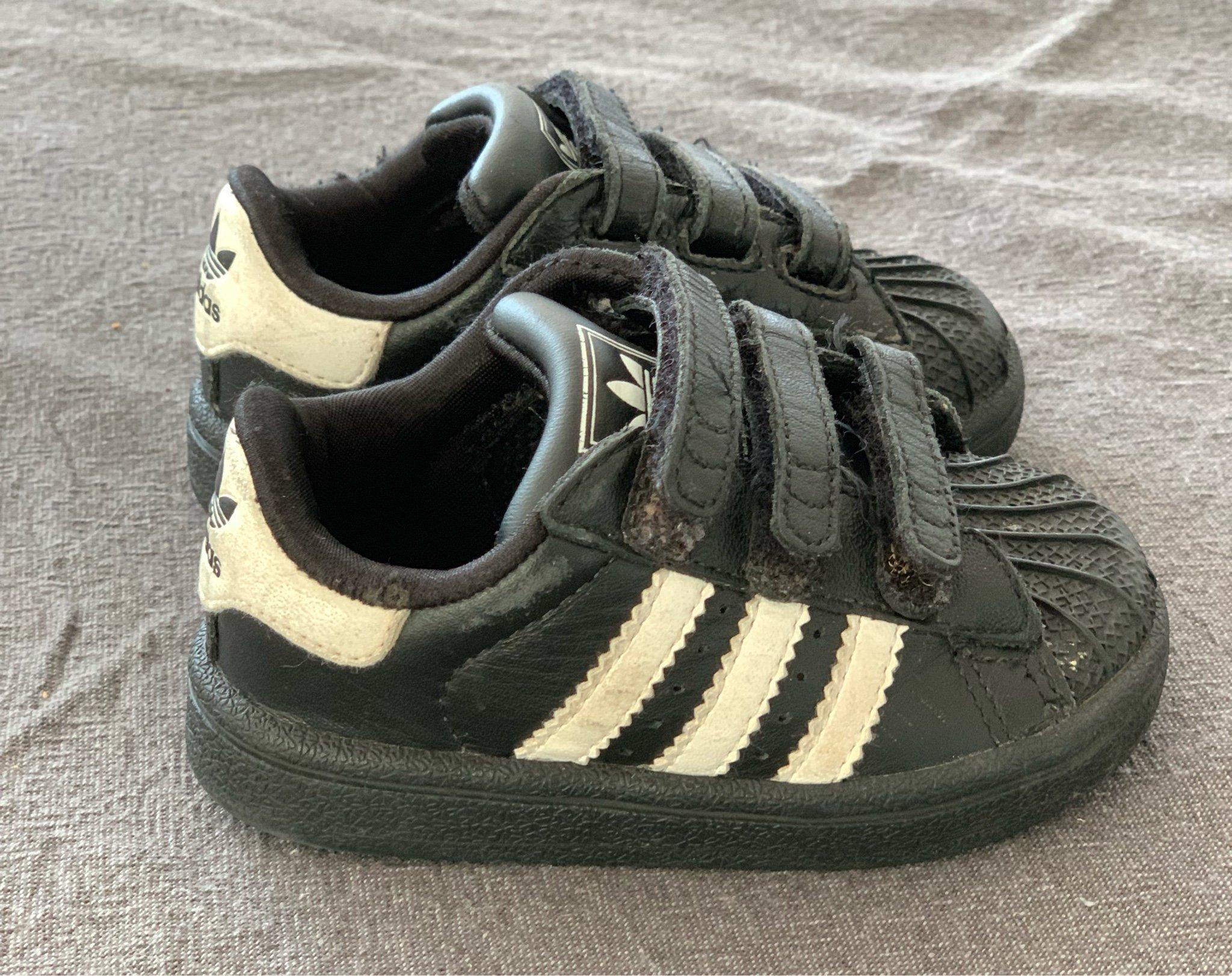 fina Adidasskor storlek 19