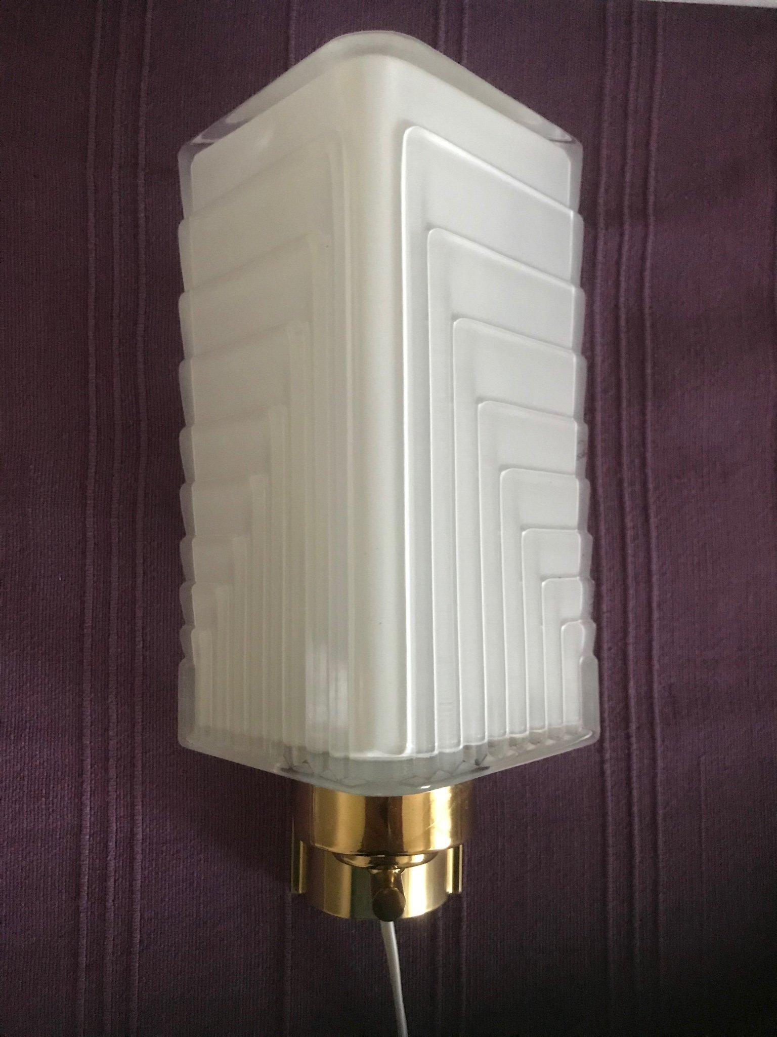 Fin äldre vägglampa glaskupafelfri