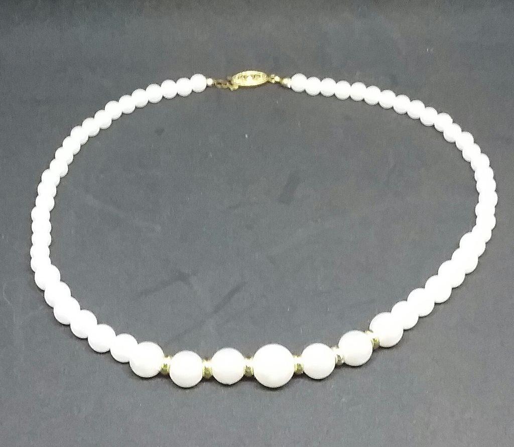 Retro smycke bijouteri halsband pärlhalsband med guldfärgade pärlor mellan ecf306d1ea6ea