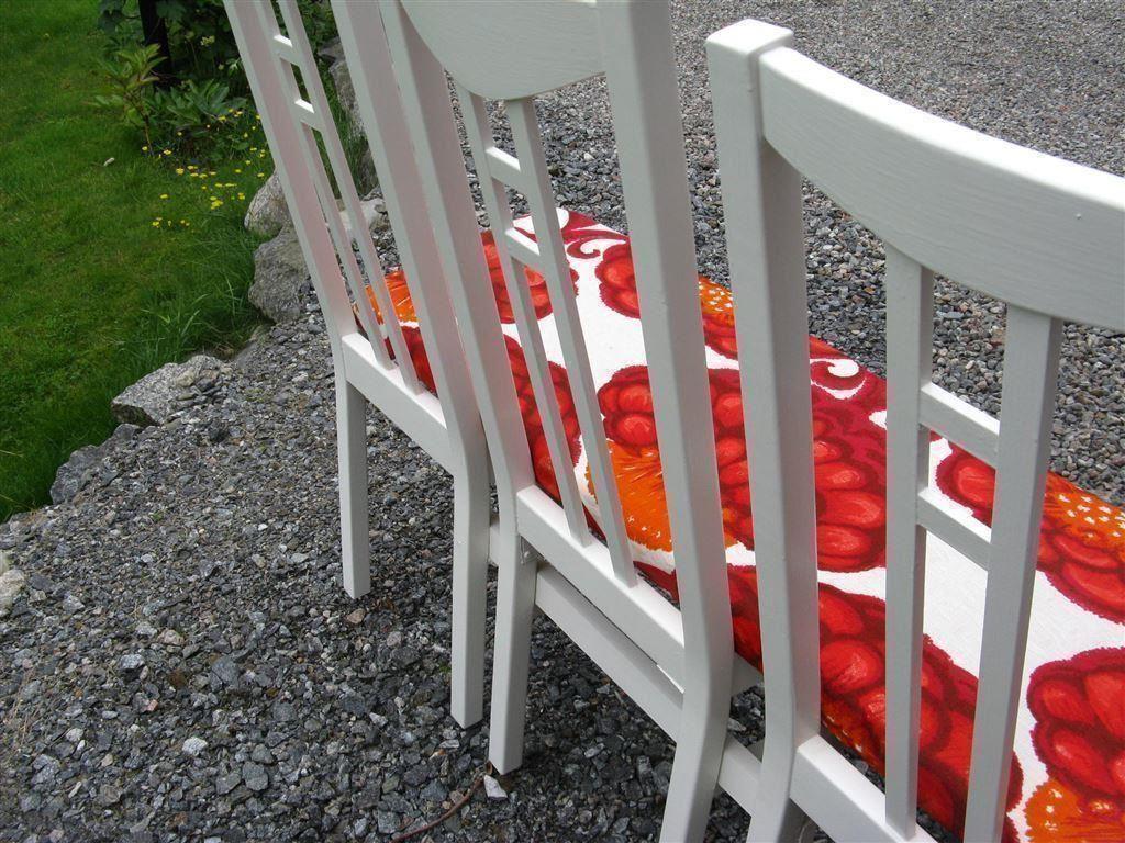 Bänk / kökssoffa / soffa gjord av stolar, klädd i retro 70 talstyg på