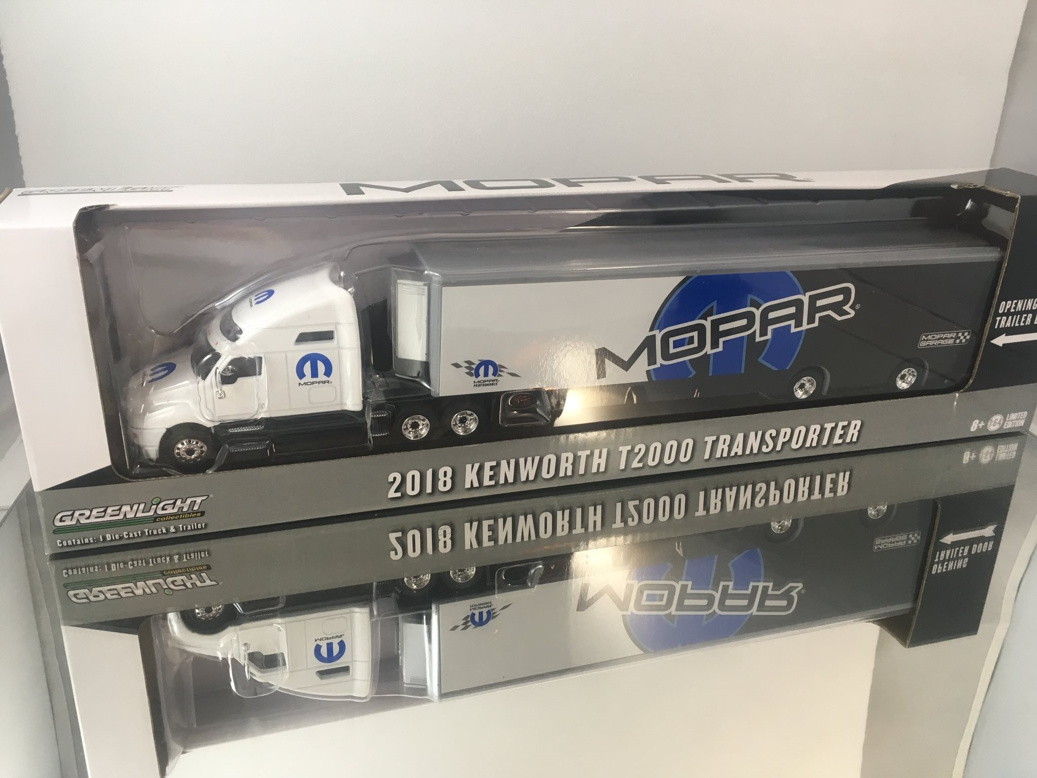 2018 Kennworth T2000 Transporter Greenlight Mopar 1:64 EJ HOT WHEELS