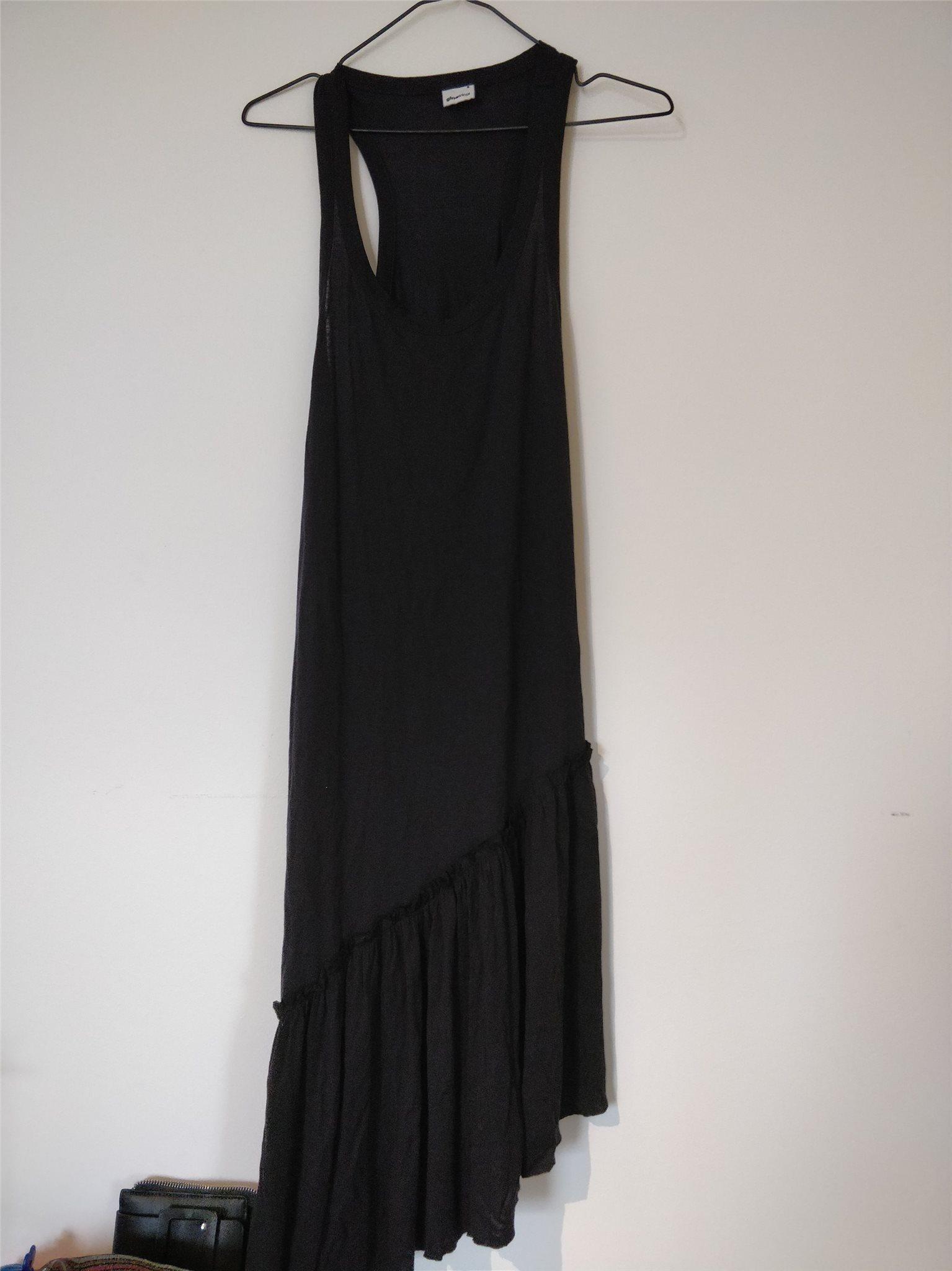 klänning med volang nedtill från ginatricot (345409237) ᐈ
