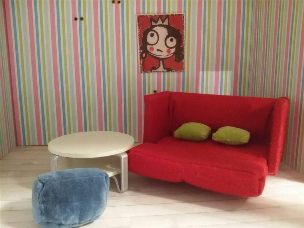 Lundby, vardagsrum, soffa, bäddsoffa, puff, kuddar, bord, kuddar och