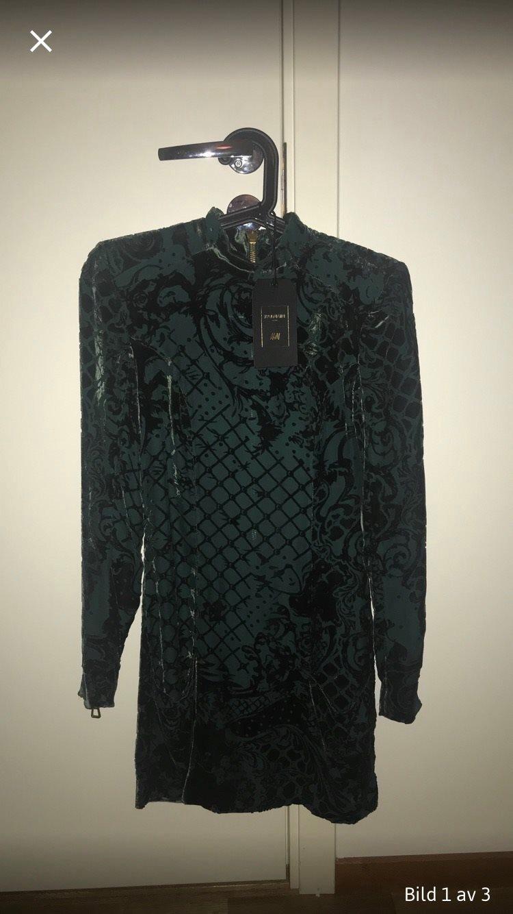 5ccb669f1737 BALMAIN X H&M, grön/svart klänning (338621111) ᐈ Köp på Tradera