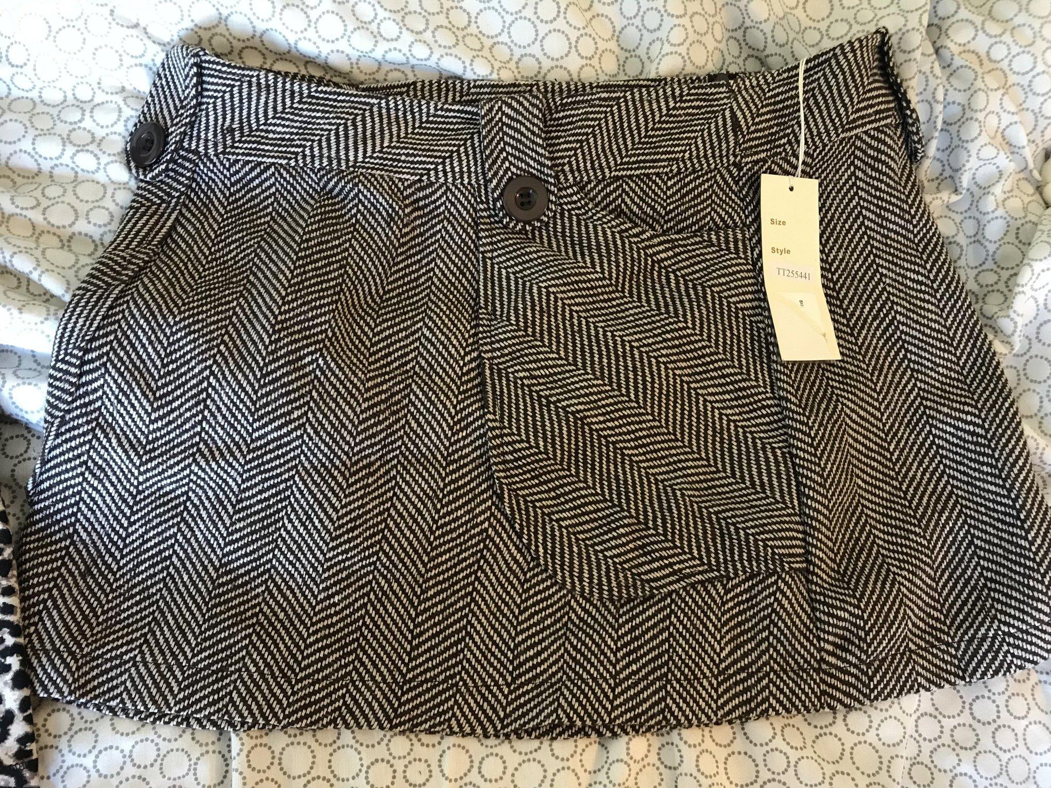 85a3b63ac8f6 Läcker kort kjol i rutigt tyg, NY tagg finns. (352982812) ᐈ Köp på ...