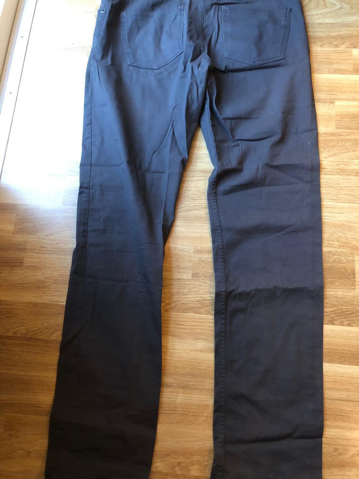 Gråa jeans från HM, storlek 31.
