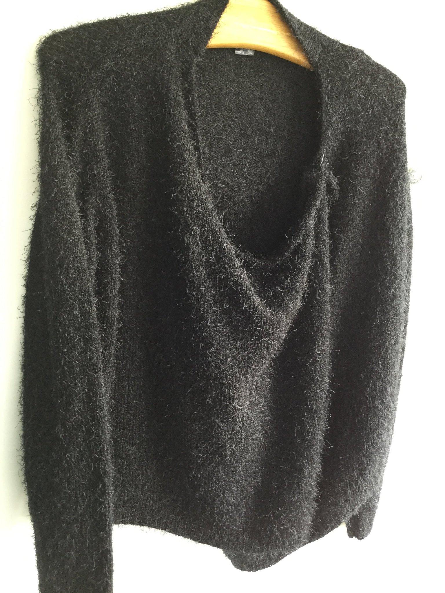 långa svarta koftor