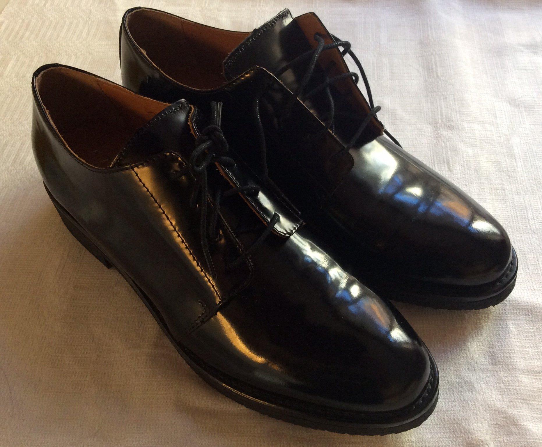 """Superfina svarta """" lack"""" skor från FRÖWI"""