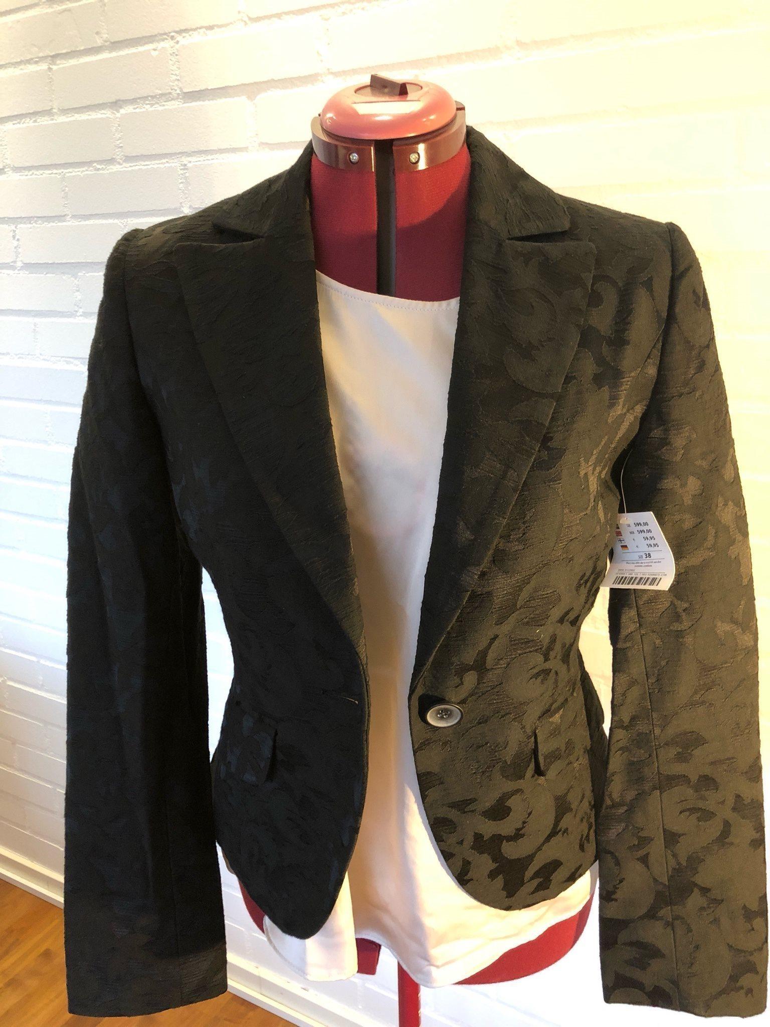 OANVÄNT  2 delar  kavaj o klänning från Lindex.. (332935221) ᐈ Köp ... a5cfc9c6a1e32
