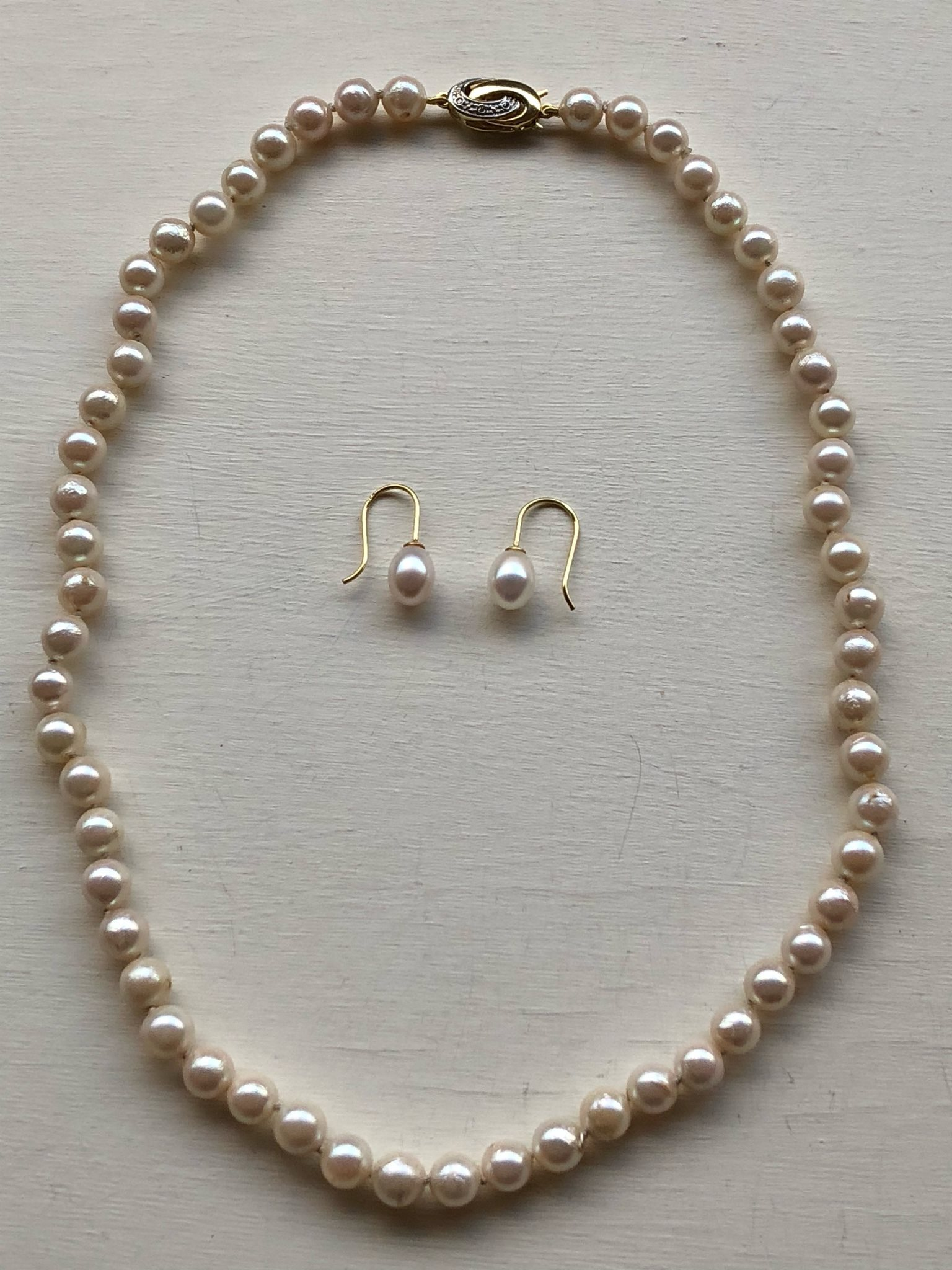 pärlcollier odlade pärlor