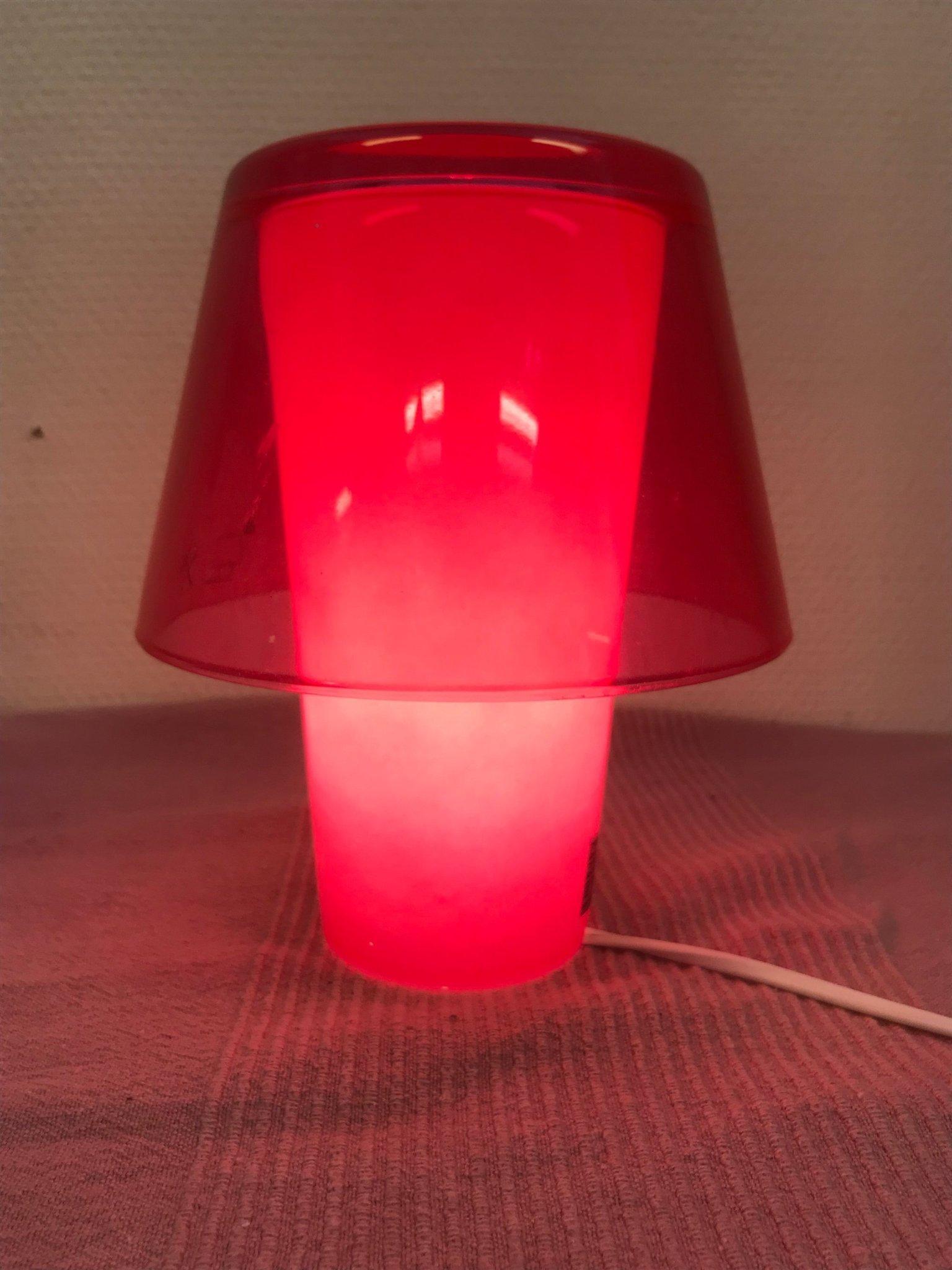 """Retro vacker Ikea bords lampa """" Gavik """" i rosa glas i fint skick."""