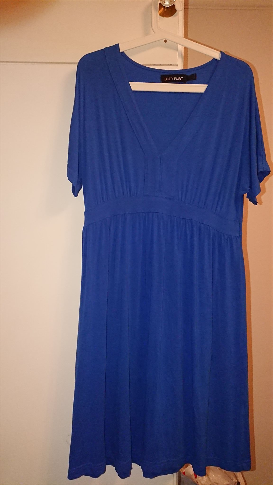 Blå knälång klänning 63e8b29babe00