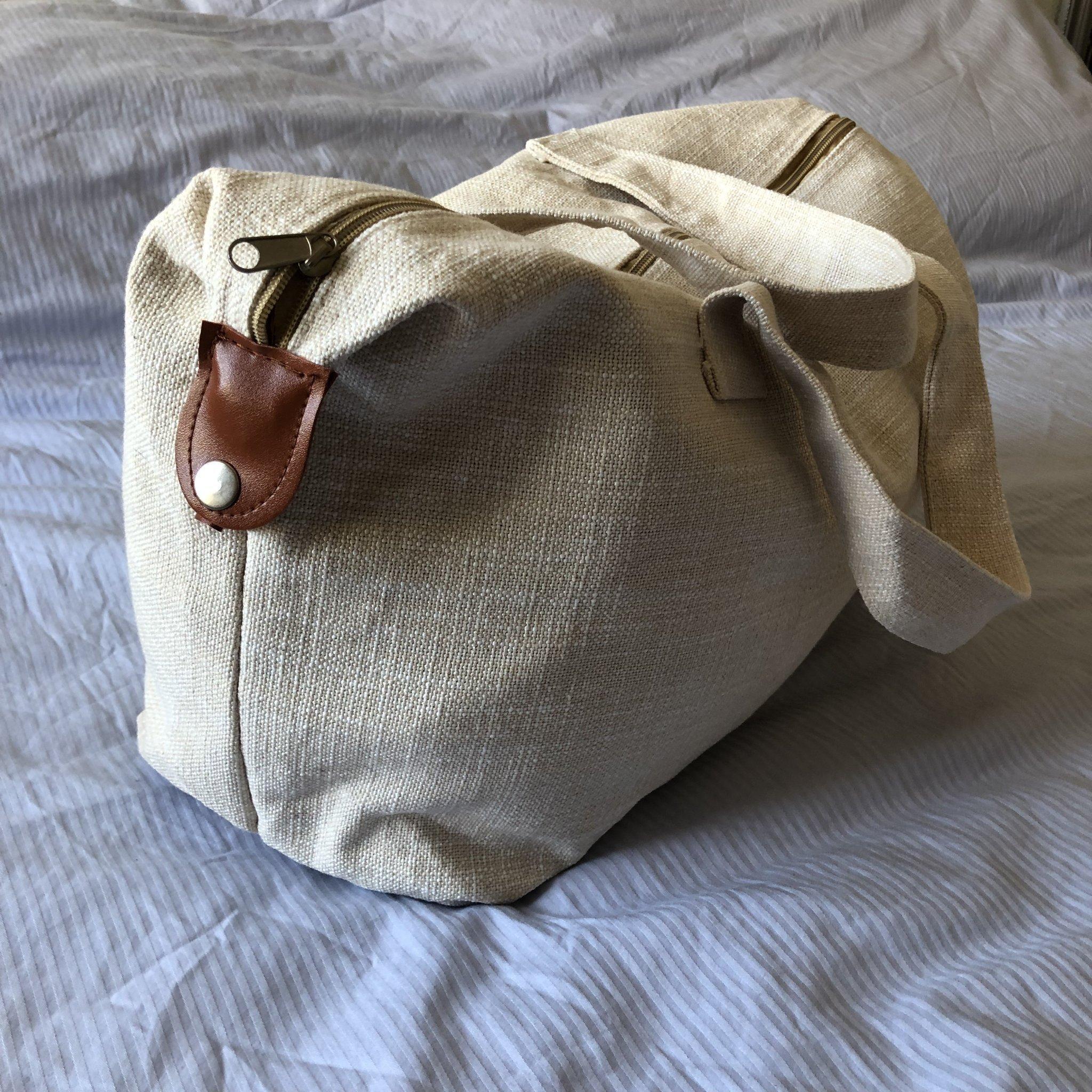 HELT NY! Väska i naturvit linne tyg med cognac färgade detaljer