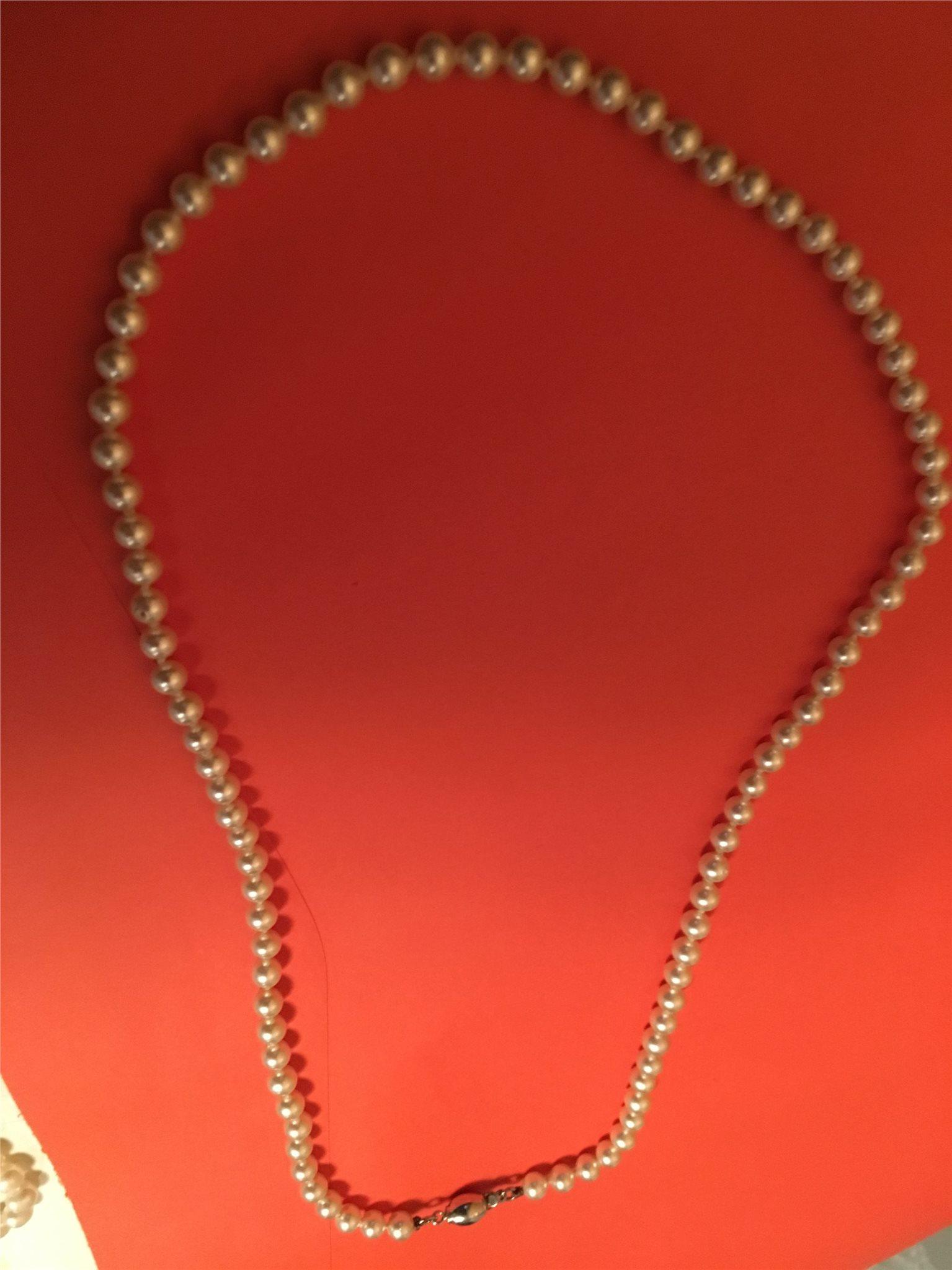 pärlhalsband med silverlås